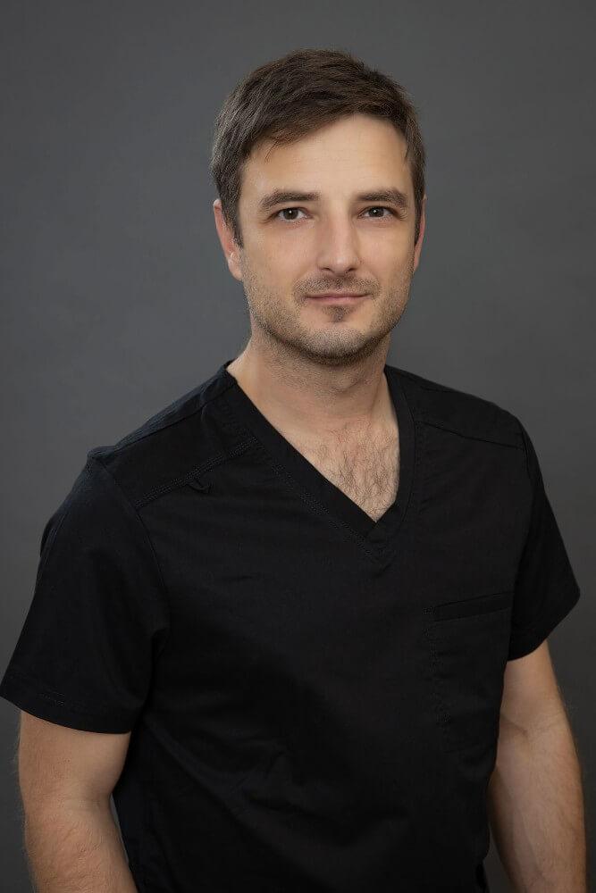 Arc-állcsont és szájsebész szakorvos, Implantáció specialista